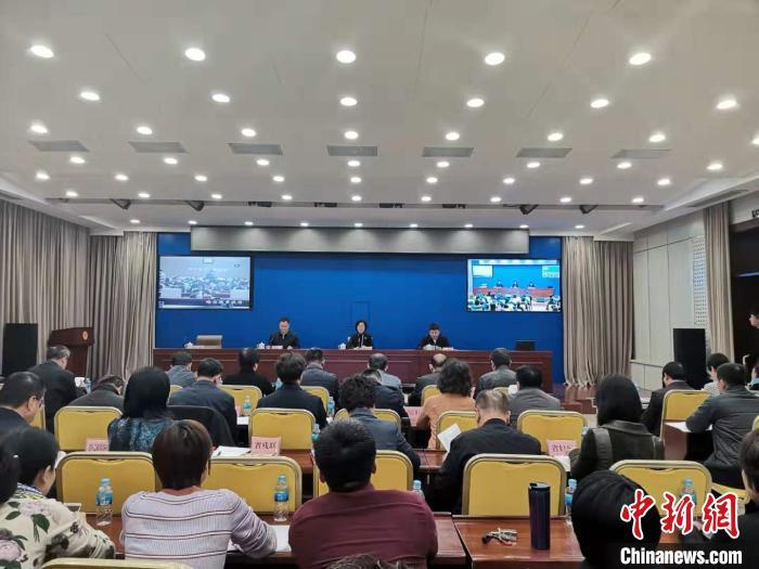 10月29日,黑龙江省居家社区和农村养老服务工作推进电视电话会在哈尔滨市举行。 钟欣 摄
