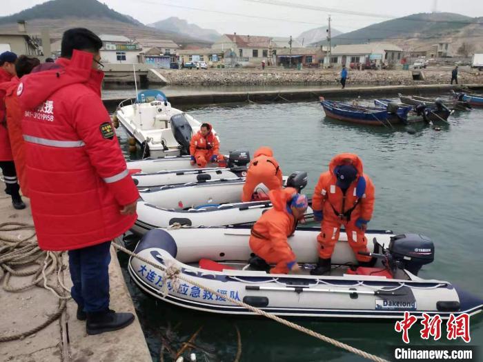 图为救援队准备出发。救援队供图