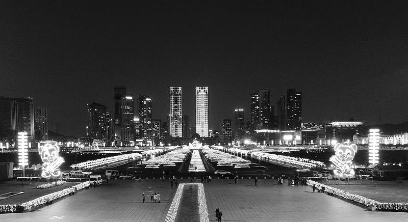 星海廣場景觀燈元旦跨年夜引來數萬人