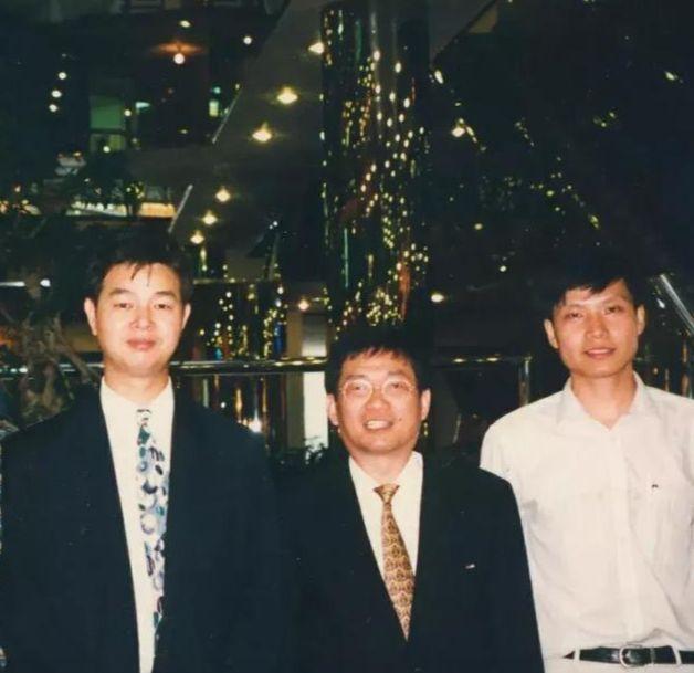 九十年代初的合影(左起:求伯君、张旋龙、雷军)