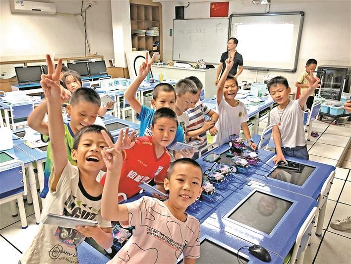 以机器人为媒 为青少年开启科技之门