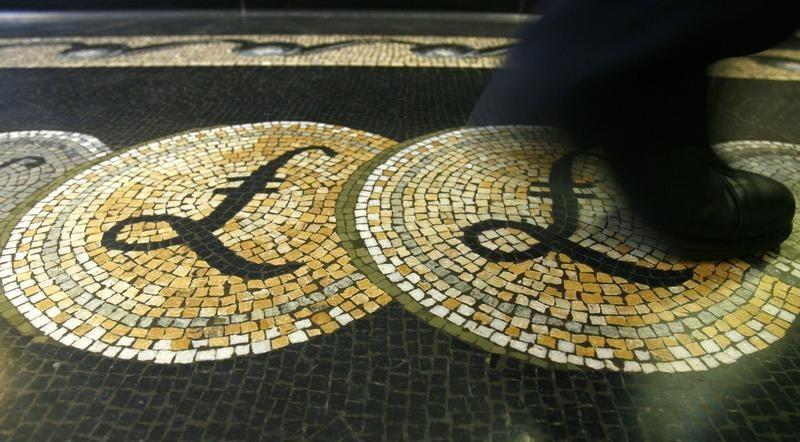 英国零售销售超预期 英镑飙涨升破1.34加息