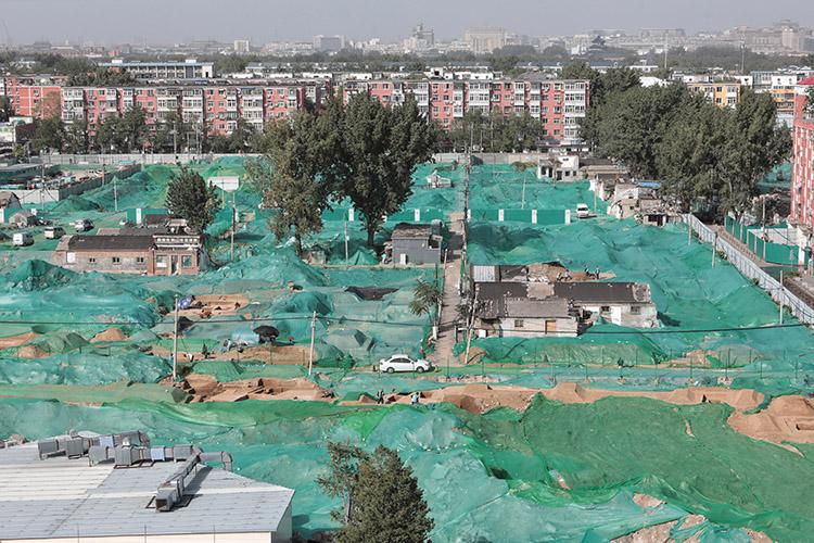 2019年10月20日,正在挖掘的古墓,位于一片拆迁棚户区工地上。