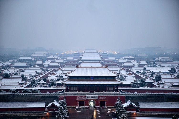 初雪后,故宫白皑皑一片。