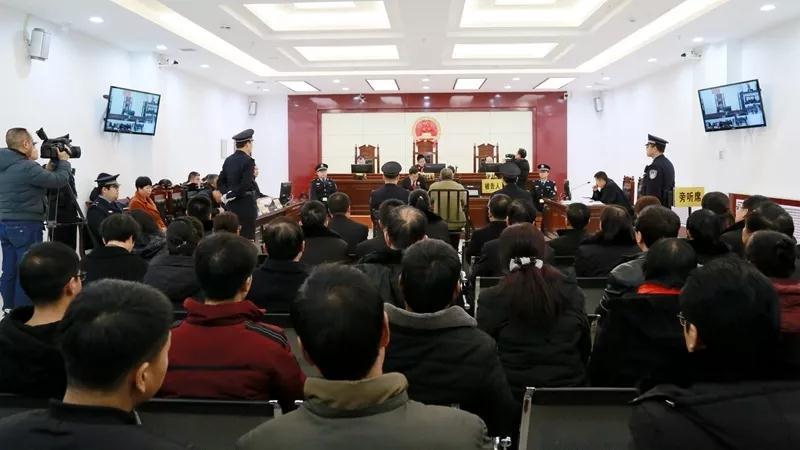 13岁女生参与焚烧国旗裁判官:多读读中国历史