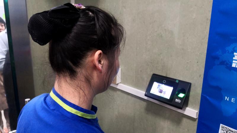 公厕管理员用脸打卡