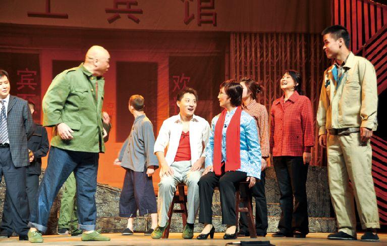 廉政瞭看参与打造的川剧《巴山红叶》逆映了王瑛的感人事迹。