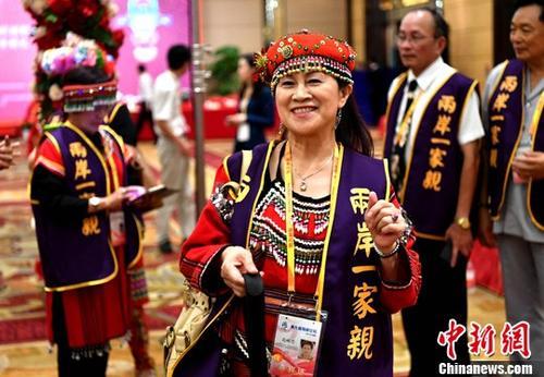 资料图:台湾少数民族代表盛装出席在厦门举办的第九届海峡论坛。中新社记者 王东明 摄