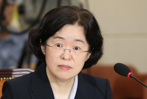 被当众指责后,韩国女学者一脸懵(韩联社)