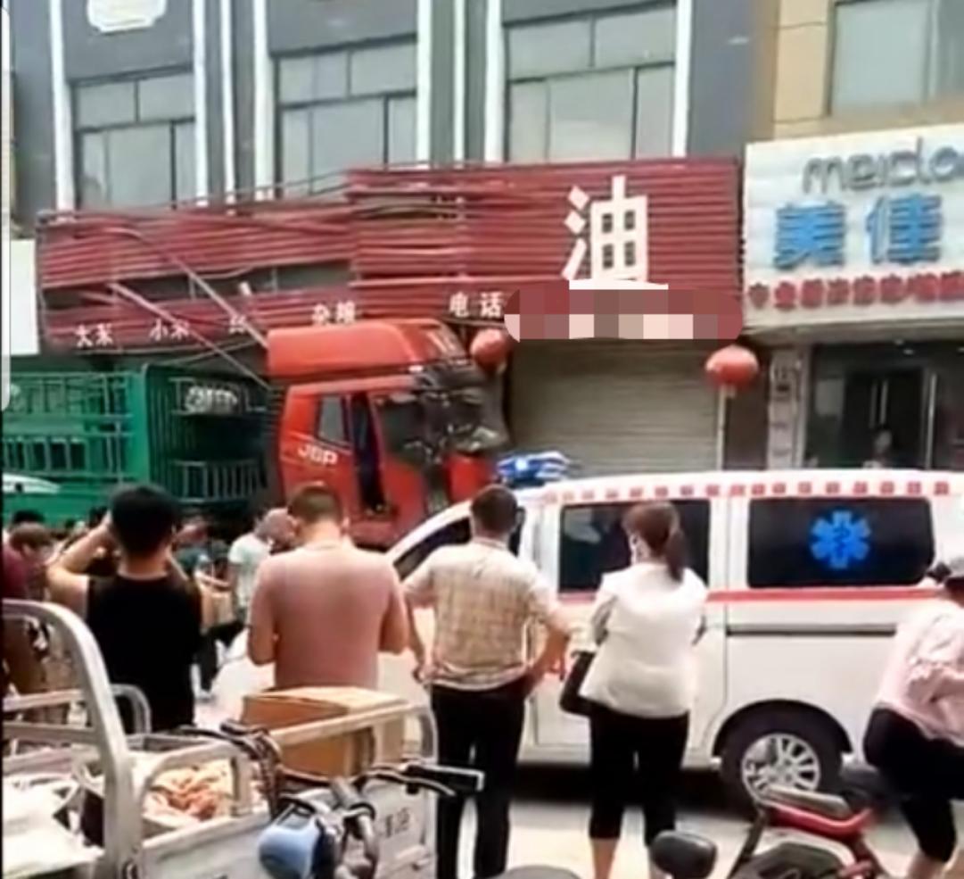 河北曲陽一大貨車闖入集市致6人受傷