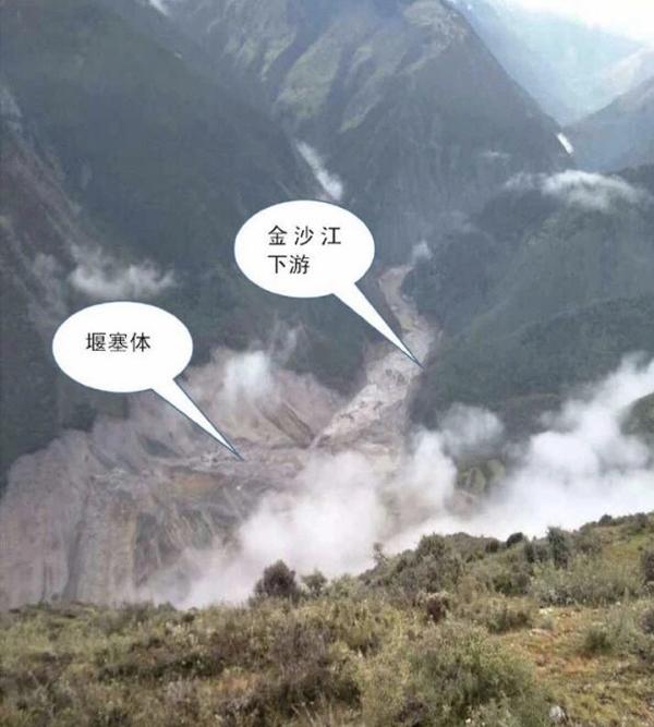 金沙江河道被堵后形成堰塞湖。中国安能安蓉公司 供图