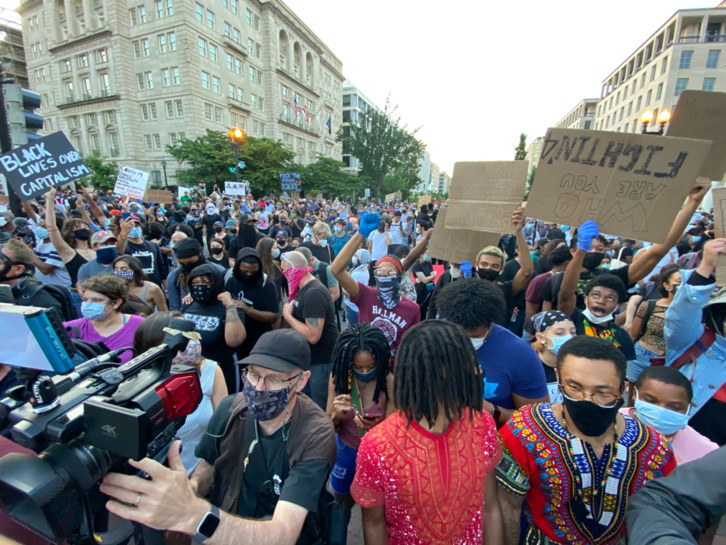 △5月30日,美国首都华盛顿大批民多走上街头,抗议警察暴力执法,呼吁公理平等