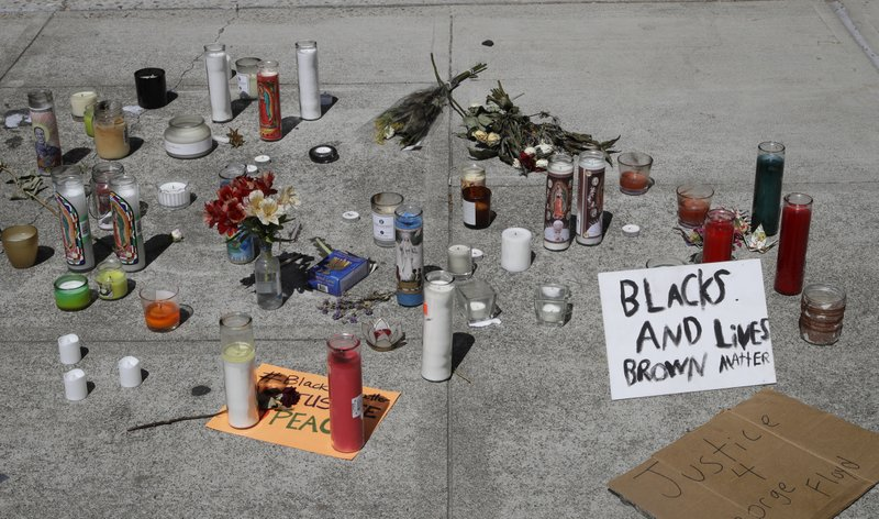 美国加州男子携带锤子被误认为手枪 遭警察射杀