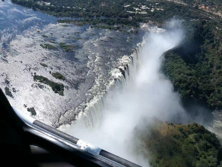 津巴布韦瀑布风光 (受访者供图)