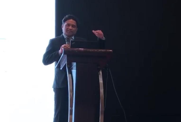 若特纳亚克在斯里兰卡旅游推广活动上发言。