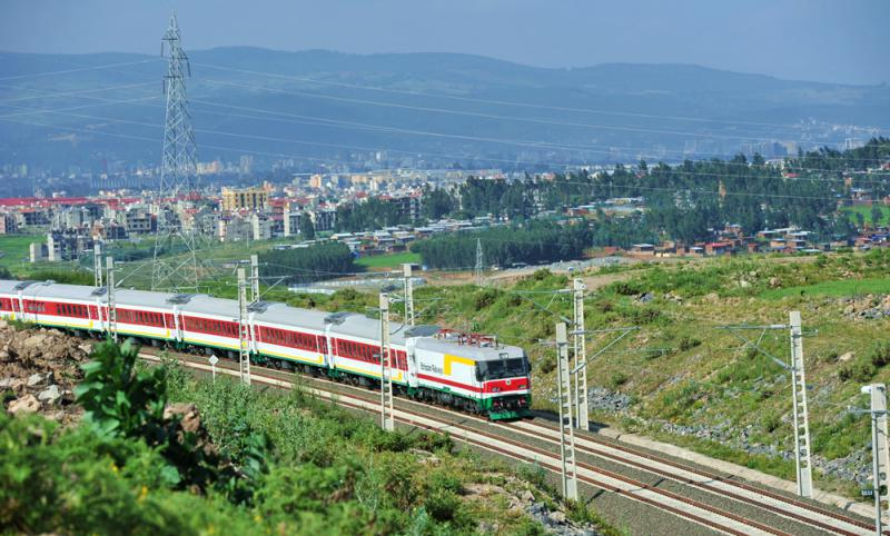 列车在亚吉铁路试运行 图源:新华社
