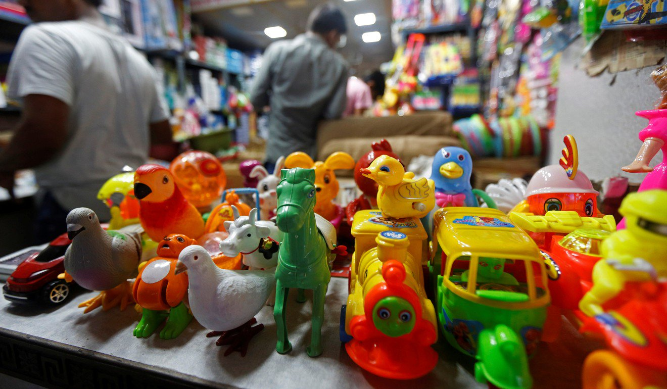 中国制造的玩具在印度加尔各答的商店里进行售卖(《南华早报》)