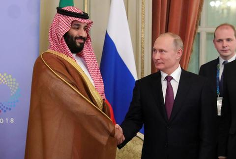 G20峰会上,沙特王储穆罕默德·本·萨勒曼和俄罗斯总统普京握手。(盖蒂图片社)