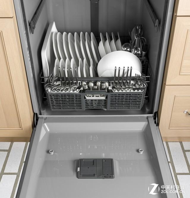 洗碗机能够将我们从刷碗的工作中解放出来