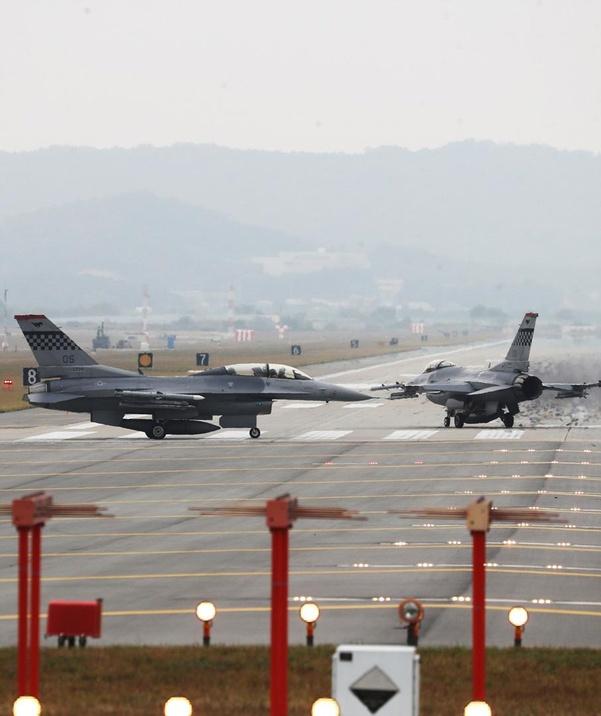 资料图:美军F-16准备在韩国乌山基地起飞(《朝鲜日报》)