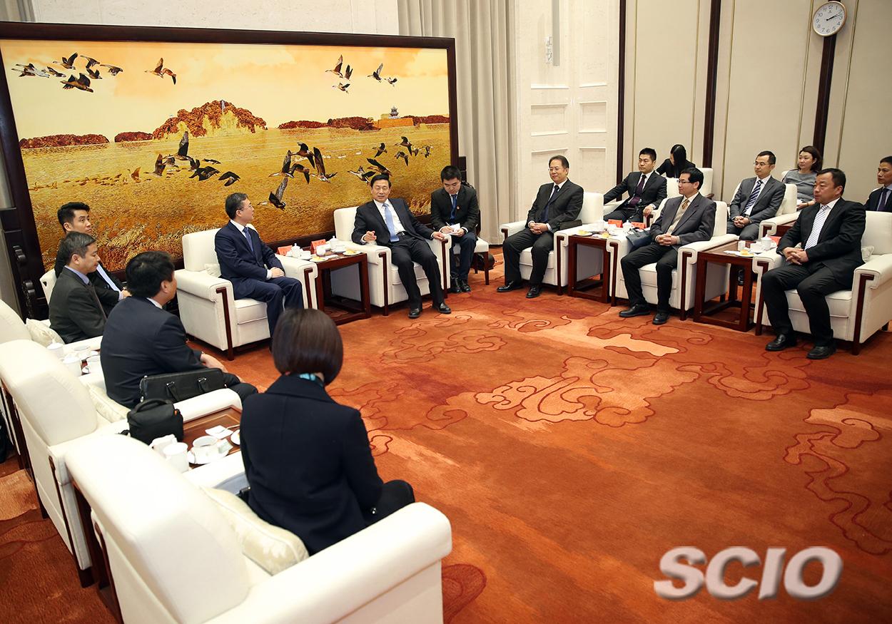 郭卫民在京会见越共中间宣教部副部长裴长江。(焦非 摄)