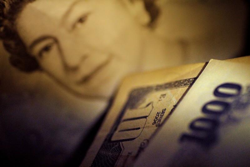 英退期限可能推迟助涨英镑 美元待鲍威尔发表证词