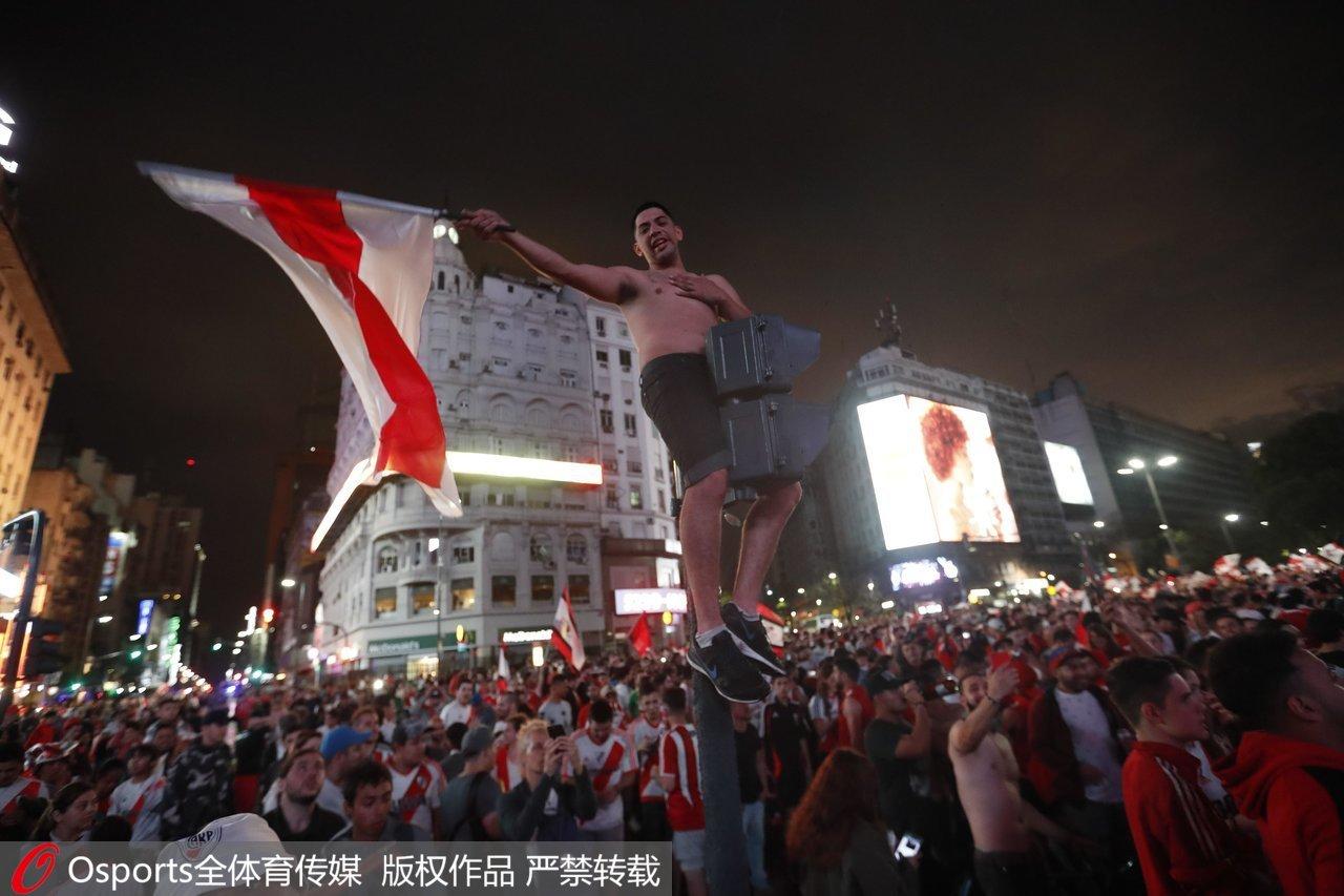 布宜诺斯艾利斯的河床球迷。
