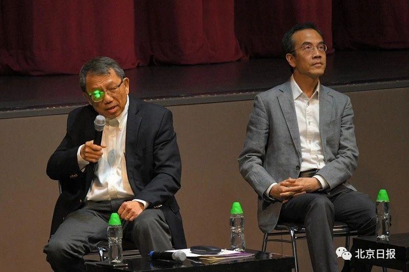 段崇智(左)。图片来源:星岛日报