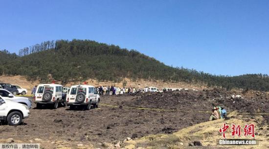 当地时间2019å¹´3月10日,埃塞尔比亚亚的斯亚贝å・´ï¼Œæœæ•'队继续在埃塞俄比亚航空坠机现场进行残骸清理和遗体搜寻å・¥ä½œã€'当天,埃航一架从亚的斯亚贝å・´é£žå¾€è'¯å°¼äºšå†…罗毕的客机在èµ・飞后不久坠毁,机上149名乘客和8名机组人员无一生还。