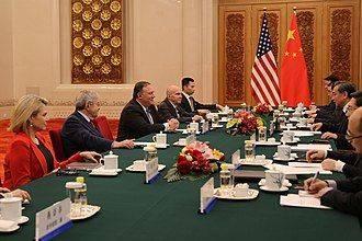 6月,诺尔特(左一)与国务卿蓬佩奥在北京与酬酢部部长王毅座谈