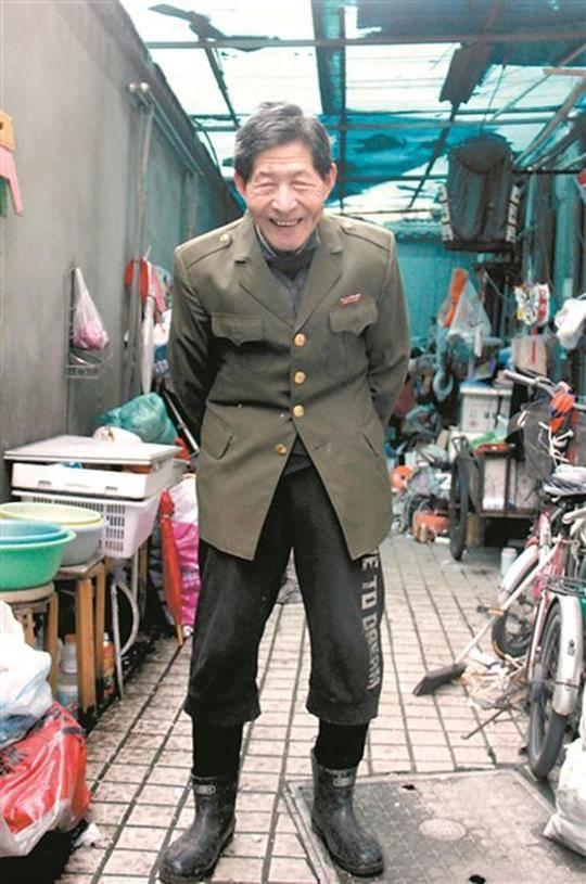王坤森和他的废品 图片来源广州日报