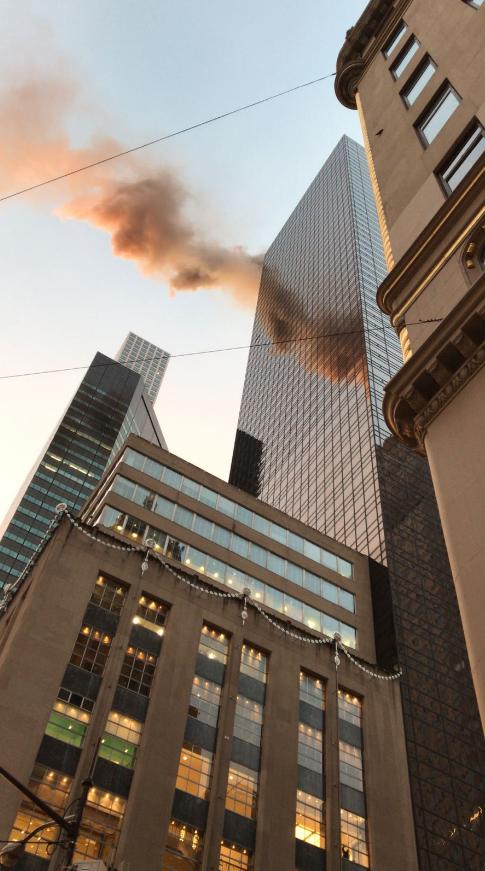 纽约曼哈顿第五大道特朗普大厦发生火灾,相邻数个街道封闭