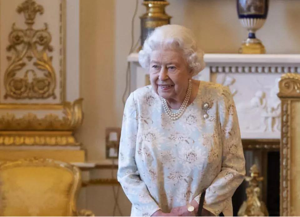 英媒爆料:女王在白金汉宫用的房间不到百分之一