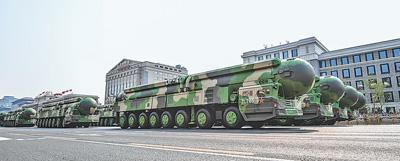 受阅的东风—41核导弹方队。新华社记者 夏一方摄