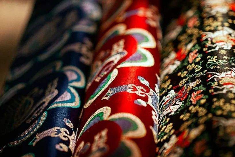 曾以為很多物品是只屬于那個年代的記憶,蜀錦,蜀繡,竹編,漆器,銀花絲圖片