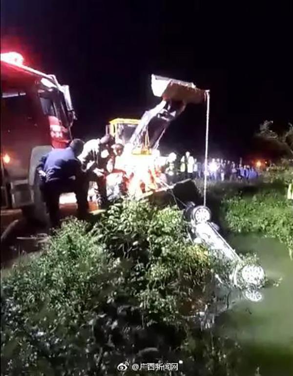 车辆被打捞上岸