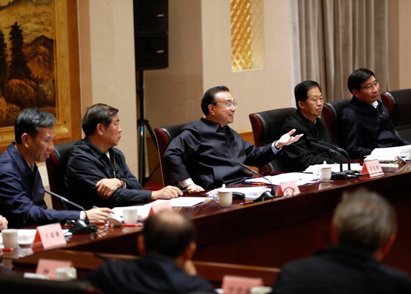 李克强:积极发展工业互联网 促进制造业企业升级改造