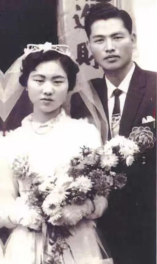 △江丙坤与夫人陈美惠的结婚照