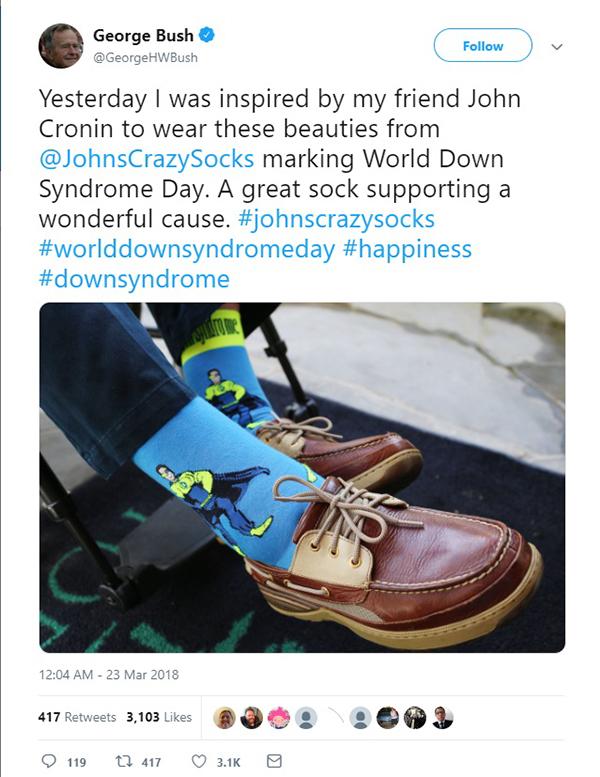 老布什用袜子外达对唐氏综相符症患者的声援 老布什推特 图