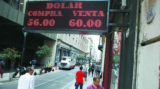 """重启外汇管制 阿根廷心急也难""""救火"""""""