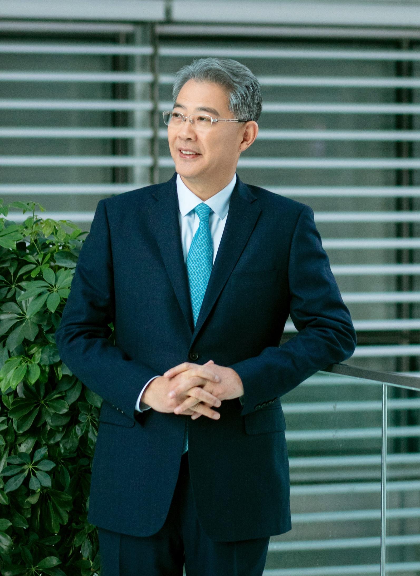 全国政协委员、中国光大集团党委书记、董事长 李晓鹏