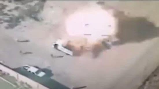 """资料图:伊拉克政府军使用无人机摧毁""""伊斯兰国""""目标。"""