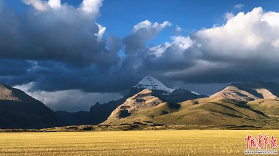 位于西藏阿里地区的冈仁波齐,海拔6656米。2004年,冈仁波齐国家级森林公园成立。