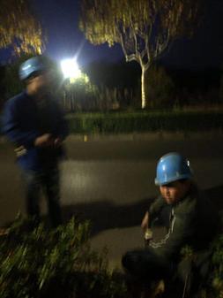 水务集团派人夜间突击施工