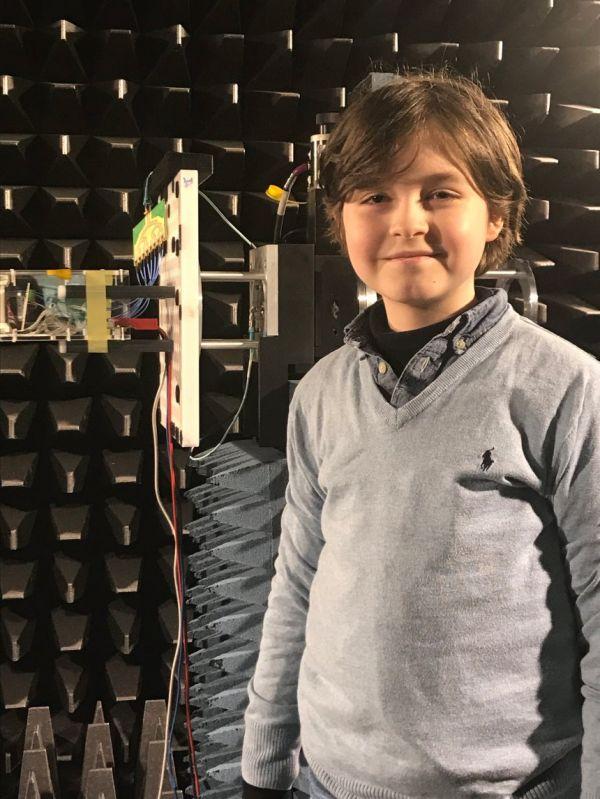 9岁男孩劳伦特即将在埃因霍温理工大学参加学士学位考试。(德国《明镜》周刊网站)