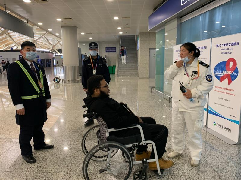 """昨天深夜上海两大机场接力""""劝退""""一留学生,使其躲过死神!"""