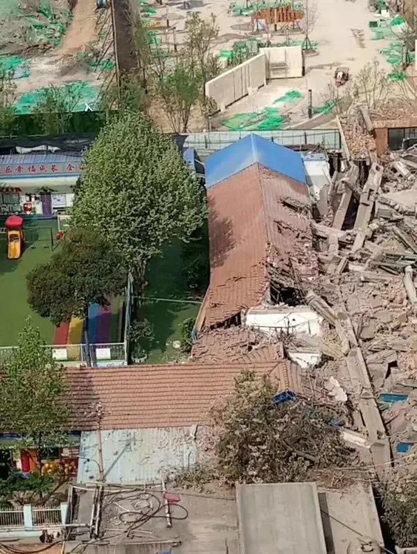 碧桂园咸阳拆旧砸塌多间幼儿园教室 致400名幼儿停课