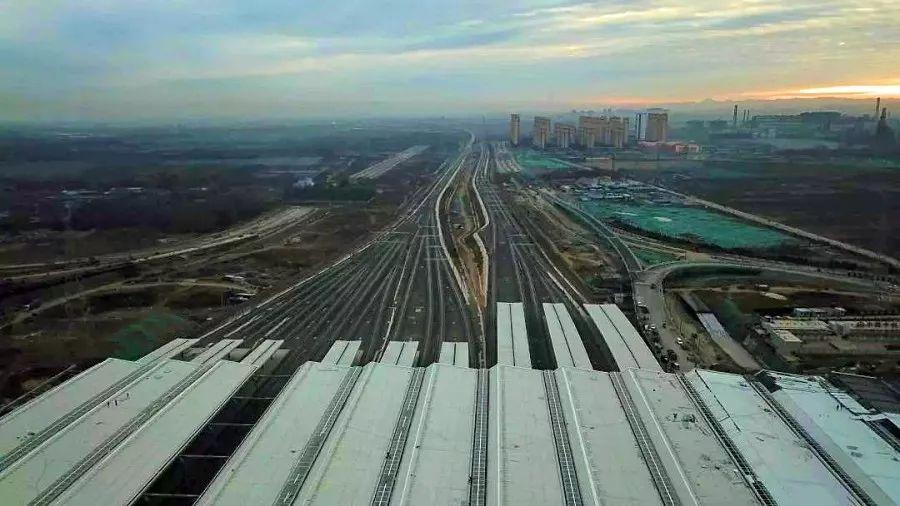 网站公告:中国高铁有多稳?立硬币叠矿泉水瓶已经过时