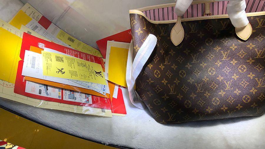 """意大利""""发货""""的微商代购奢侈品,很可能是来自广州的高仿货。"""