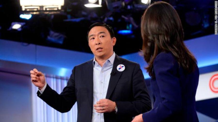 杨安泽和CNN记者对话(图源:CNN)